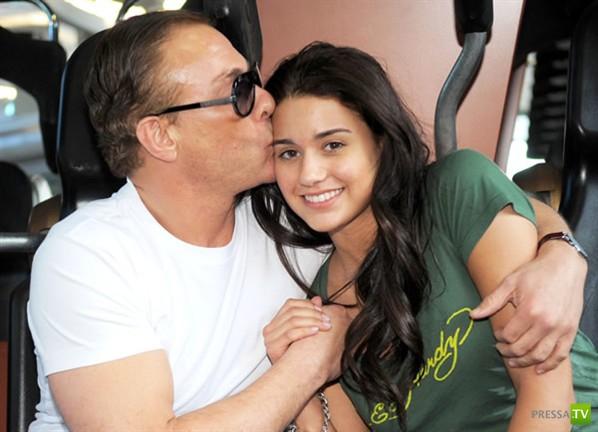 Дочка похожа на папу... А кто у нас папа? Догадались? (4 фото)
