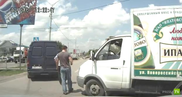 Столкнулись Газели... ДТП в Краснодаре на улице Уральской