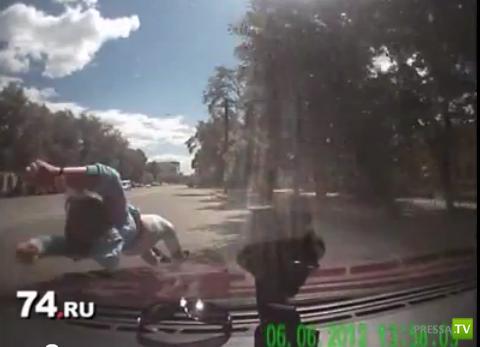 Пьяный таксист сбил девочку на пешеходном переходе... ДТП в Челябинске
