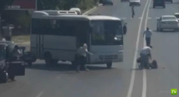 Автобус сбил беременную женщину в Баку...