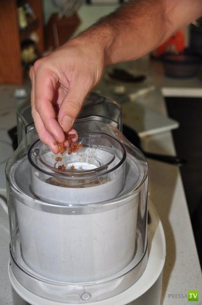 Пикантный вкус: Домашнее мороженое с салом и бурбоном (4 фото)