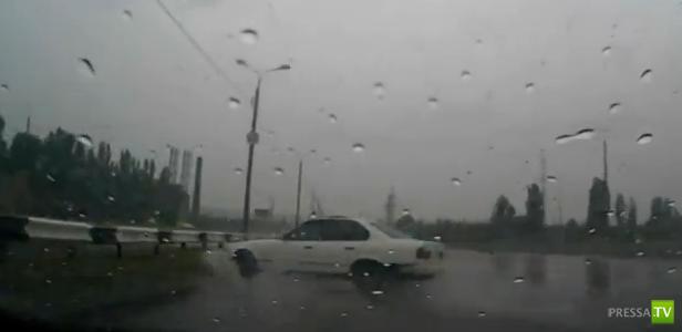 БМВ залетел на разделительный отбойник... ДТП в Волгограде