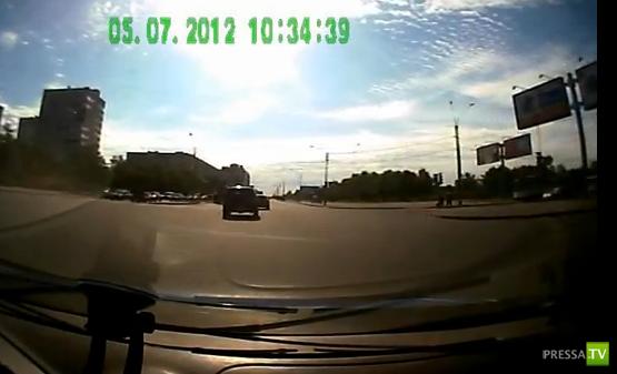 Мотоциклист погиб после столкновения с трактором. ДТП на Луначарского