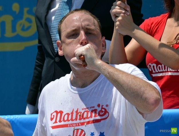 Конкурс по поеданию хот-догов в США (16 фото)