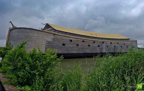Житель Нидерландов построил настоящий Ноев Ковчег (4 фото)