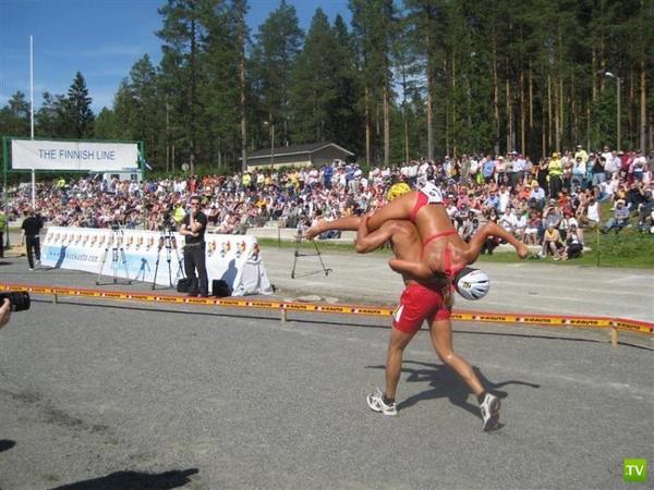 В Финляндии состоялся Чемпионат мира по переносу жен (5 фото)