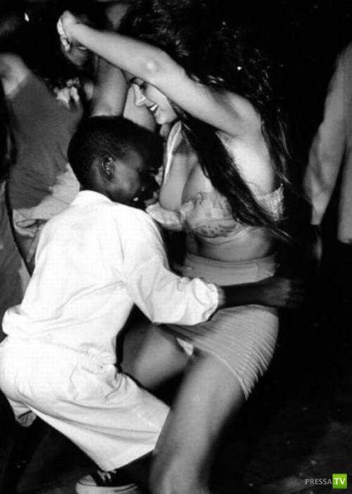 Мужчины пялятся на девушек... (27 фото)