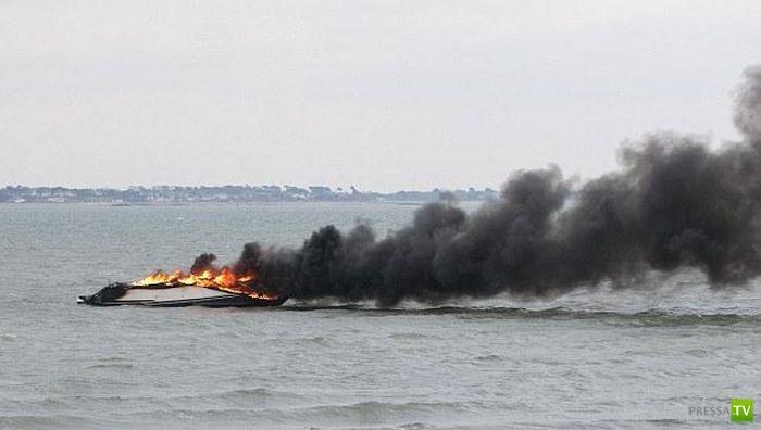 Пожар на новой яхте (4 фото)