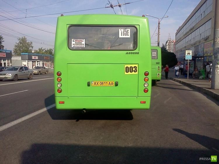 Чем занимаются водители маршруток в Харькове? (4 фото)