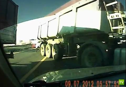Фура ударила на повороте... ДТП на трассе Ростов-Краснодар
