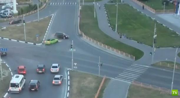 Приора летела на красный и столкнулась с Ауди А3... ДТП в Сургуте