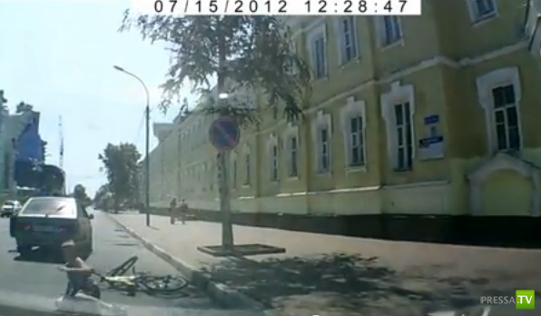 Мальчик-велосипедист сбит на зебре...