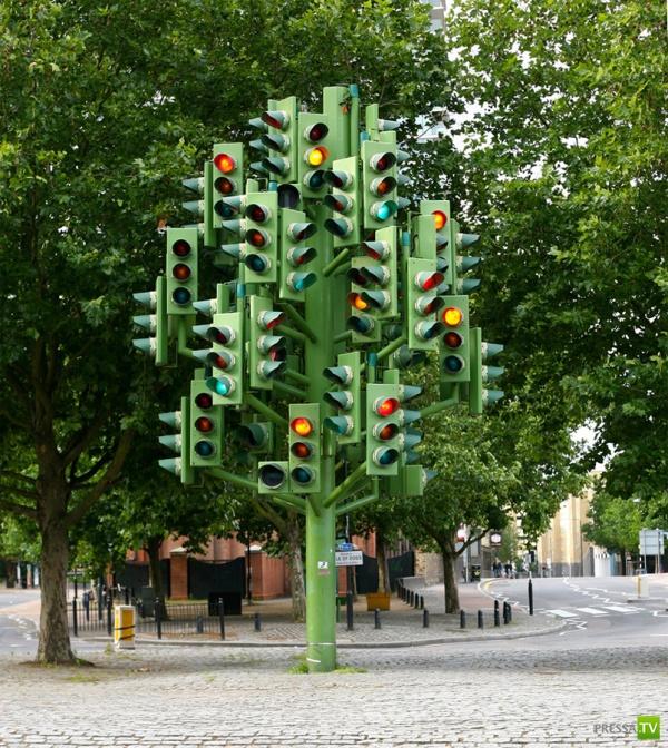 Абсурдные скульптуры по всему миру (29 фото)