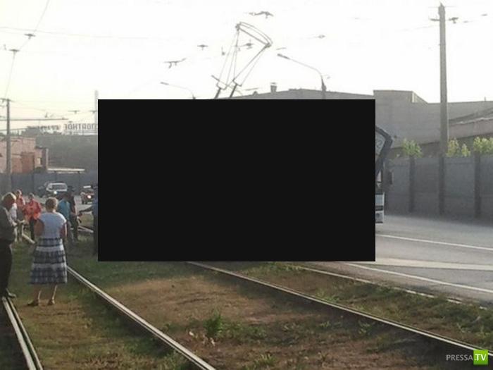 Невиданная авария с трамваем в Новокузнецке (3 фото)