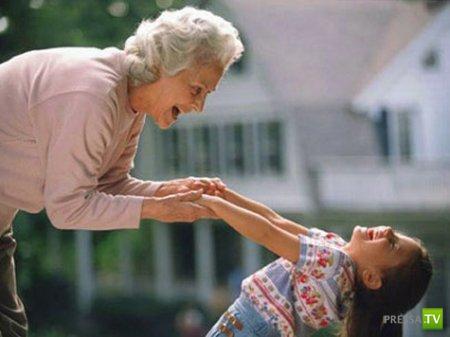 Самая молодая бабушка (2 фото)