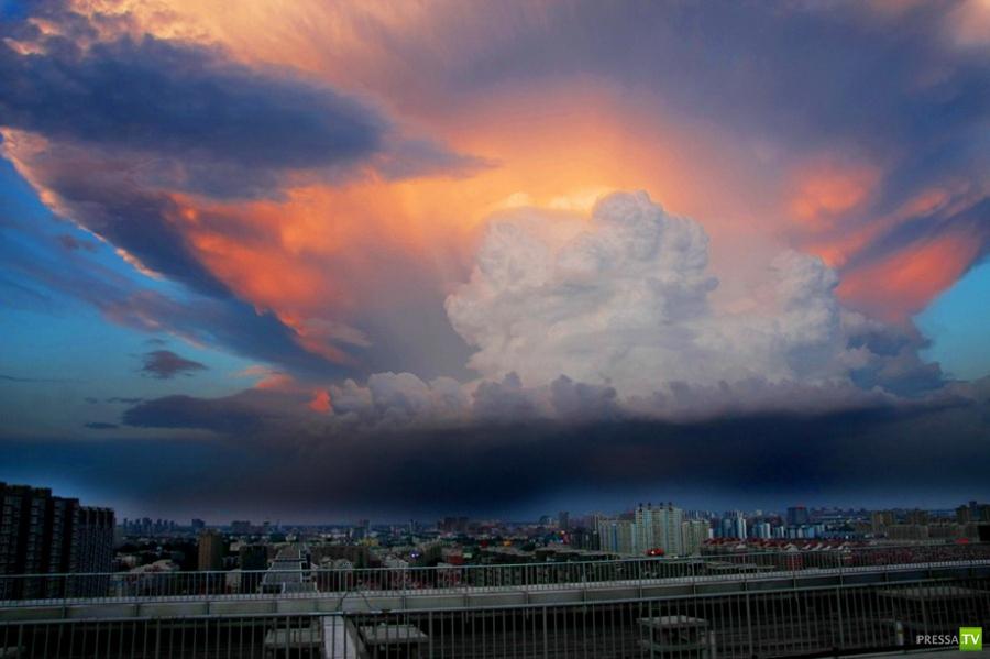 Грозовое облако напугало китайцев (7 фото)