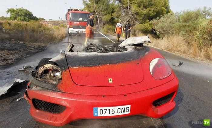 Шикарный Феррари известного футболиста сгорел дотла (7 фото)