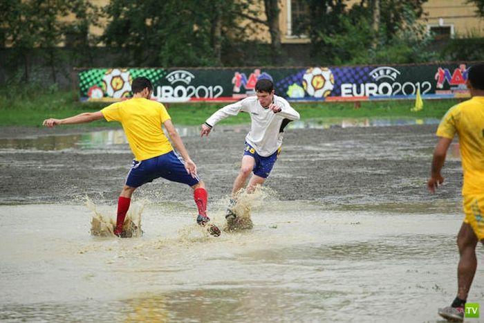 Футбольный матч в Комсомольске-на-Амуре (7 фото)