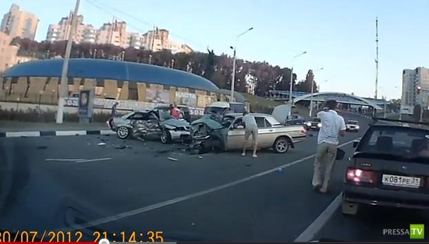 Водитель Ауди не справился с управлением и врезался в Волгу... Смертельное ДТП в Белгороде. Жесть!!!