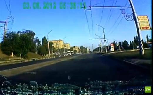 «Инфинити» на полном ходу протаранила «Форд фокус»... ДТП с участием Саратовского прокурора