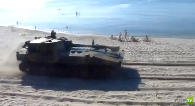 Танки на пляже в Калининградской области...