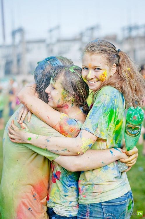 Фестиваль красок в Питере (25 фото)