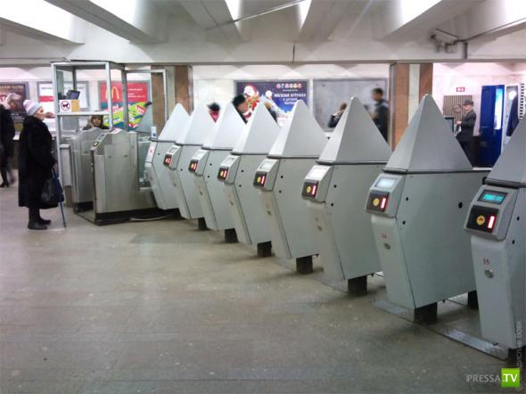 Турникеты московского метро оборудуют пирамидами (5 фото)