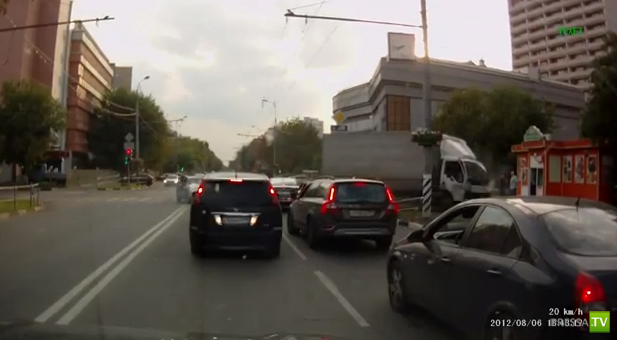 Грузовик столкнулся с Дэу... ДТП в Москве на улице Юных ленинцев