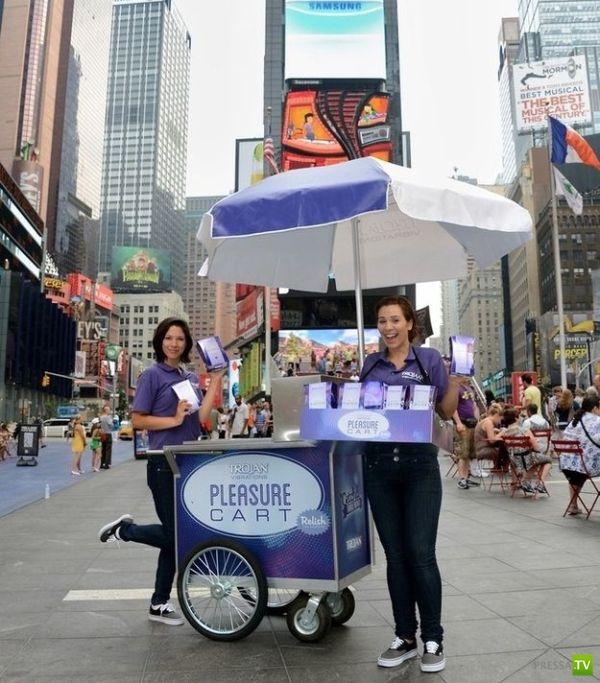 В Нью-Йорке бесплатно раздавали вибраторы (7 фото)