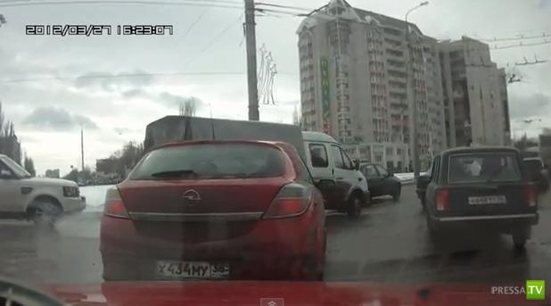 Чуть не сбил человека... Почти ДТП в Воронеже