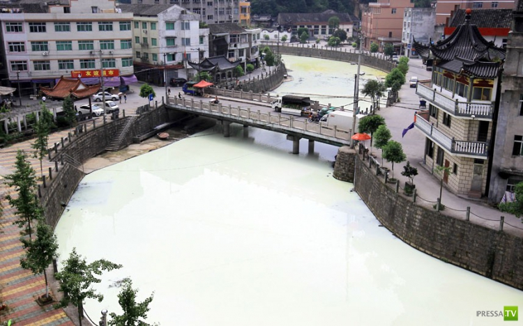 Молочная река в Китае? (6 фото)