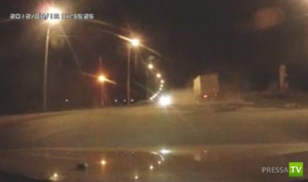 Ниссан не пропустил грузовик... ДТП в Усолье -Сибирском. Жесть!!!