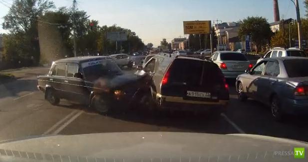 Водителя спас правый руль... ДТП в Барнауле