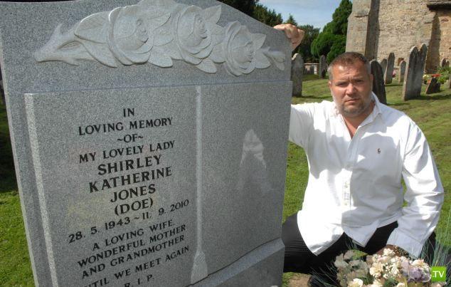 Британская церковь запретила дорогой памятник (3 фото)