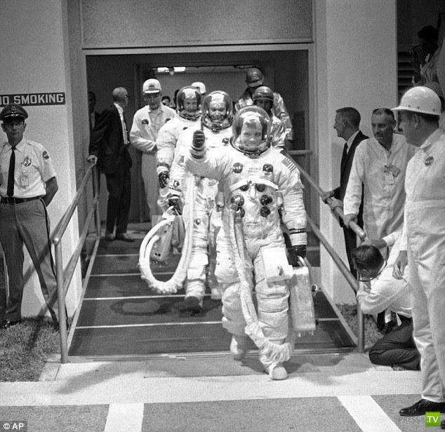 Умер Нил Армстронг - первый человек, побывавший на Луне (18 фото)