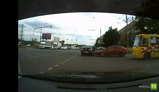 Проезд на красный свет и столкновение... ДТП на Осташковском кругу