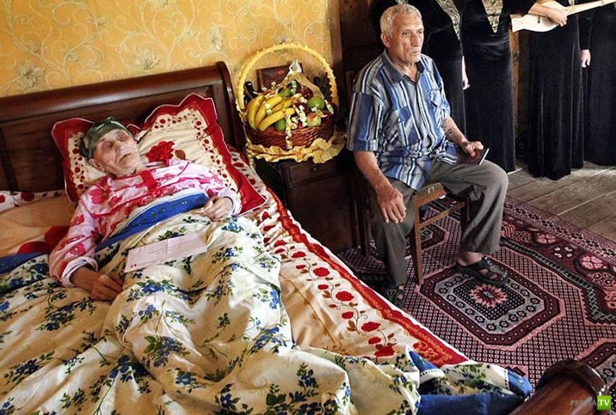 Жительнице Грузии - Антисе Хвичавы - 130 лет (8 фото)