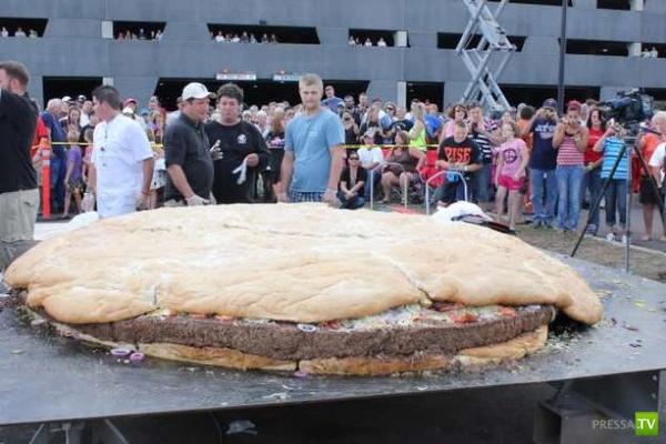 В Миннесоте сделали самый большой в мире бургер (2 фото)