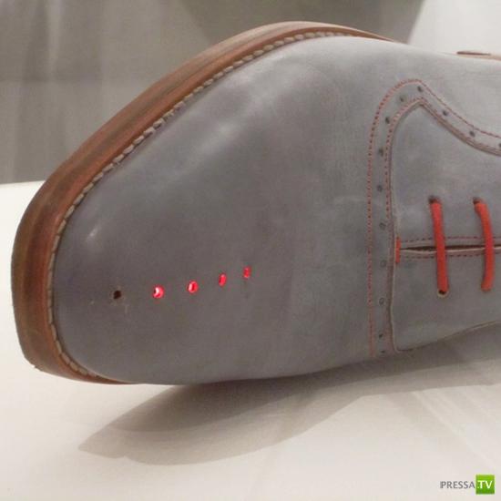 Необычный гаджет - ботинки со встроенным GPS (3 фото)