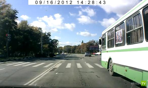 ВАЗ-2114 врезался в опору ЛЭП, пассажир погиб... ДТП в Старом Осколе. Жесть!!!