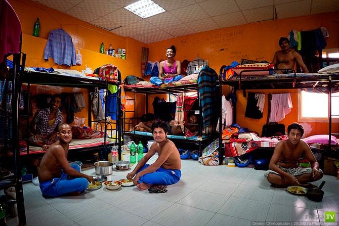 Не все живут в отелях... Другая жизнь Эмиратов (33 фото)