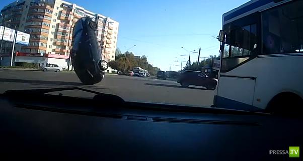 Форд Фокус запутался в оборванных проводах и перевернулся... ДТП на Суздальском проспекте г. Владимира