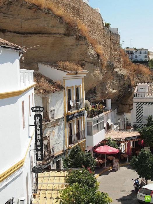 Сетениль-де-лас-Бодегас - город, затеряный в камнях (6 фото)