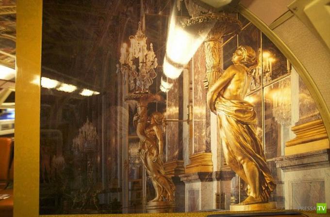Агентство Encore Eux превратило один из парижских поездов в подобие Версальского дворца (14 фото)