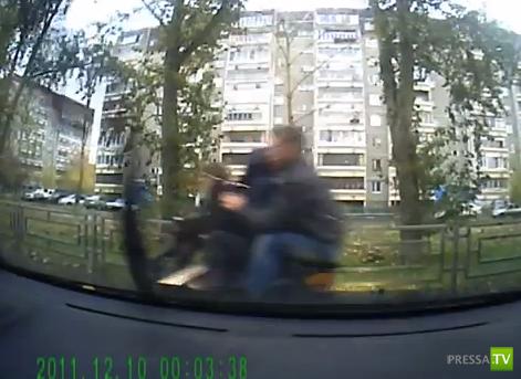 Избили угонщиков мопеда прямо на дороге... ДТП в Екатеринбурге