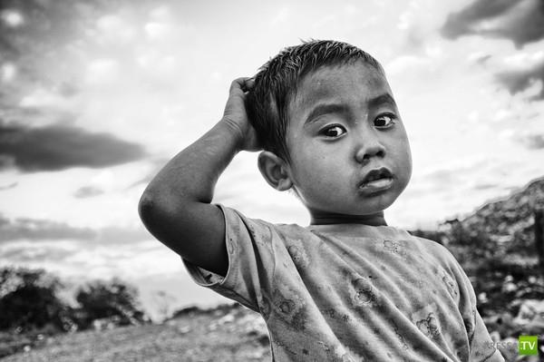 Жизнь детей на тайской свалке... (10 фото)
