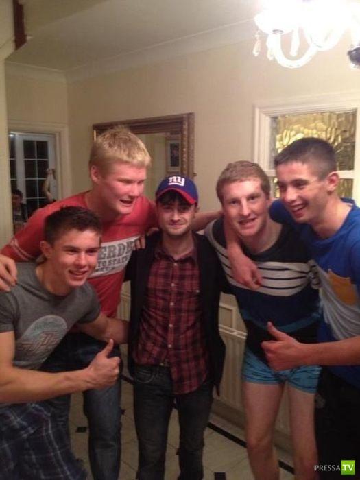 Гарри Поттер напился с футбольной командой (5 фото)