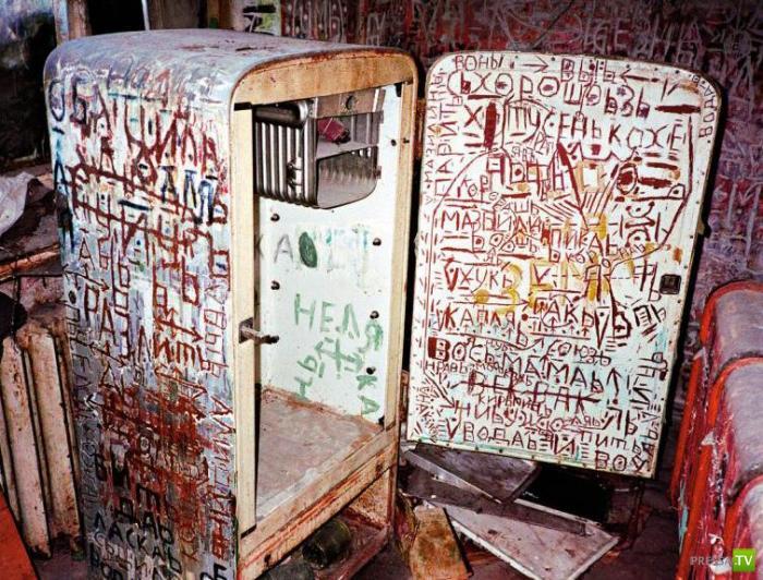 Квартира настоящего сумашедшего, который делал свои записи на протяжении многих месяцев (4 фото)
