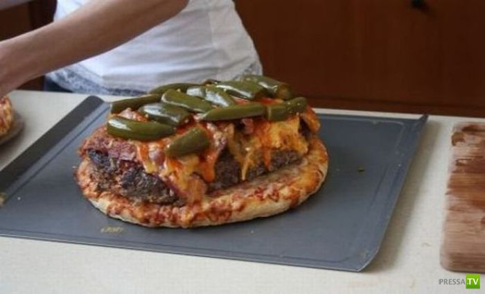 Огромная пицца - бургер (10 фото)
