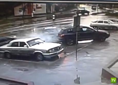 """Авария с участием четырех машин возле магазина """"Ассорти"""" в Коврове"""